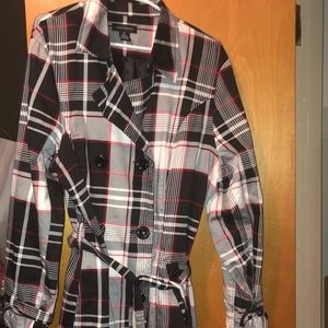 Belted trench coat with plaid pattern